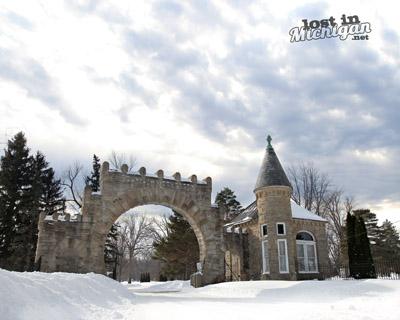elm lawn cemetery gate castle